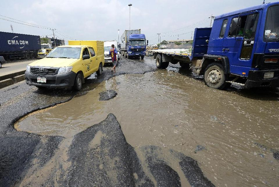 Timely completion of Onitsha-Enugu expressway, important to Nigeria's economy, says Fashola
