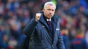 BURNLEY, ENGLAND - JANUARY 17: Manager Alan Pardew of Crystal Palace acknowledges the fans during the Barclays Premier League match between Burnley and Crystal Palace at Turf Moor on January 17, 2015 in Burnley, England. (Photo by Michael Steele/Getty Images)