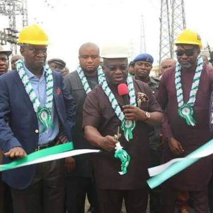 Fashola Commissions Mobile Power Transformers In Abia