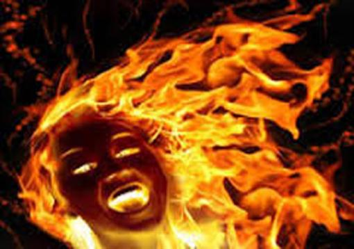 Man sets woman ablaze in public bus, injures 10