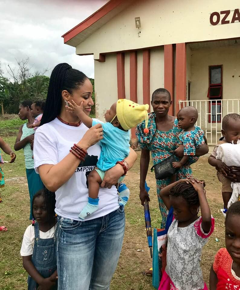 Photo: Humanitarian Queen, Princess Modupe Ozolua, helps 15,000 people
