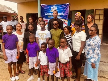 Photos: Mr  2kay gives out scholarships to 300 students
