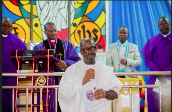 The Edo State Governor, Mr. Godwin Obaseki has paid last respects to his uncle and one-time Vice President of the Nigeria Football Federation (NFF) late Chief Oyuki Obaseki.