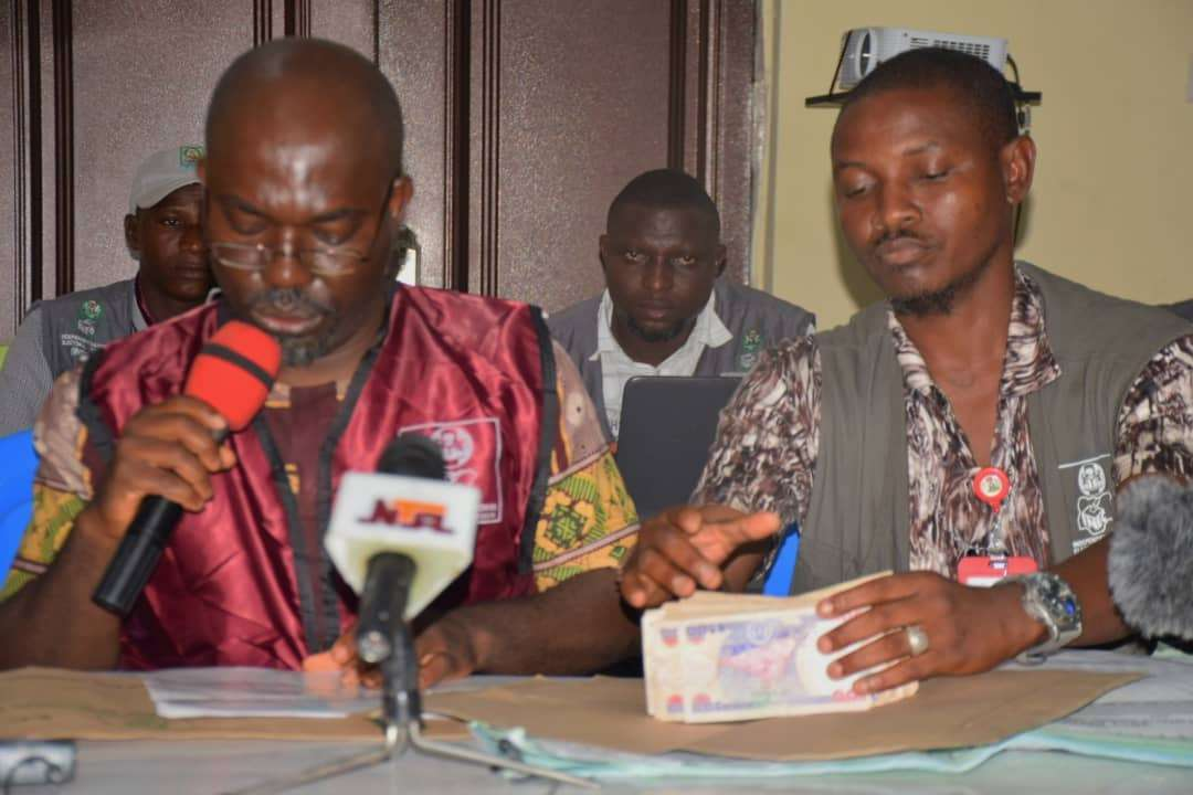 Photos: Collation officer presents a N50,000 bribe that was given to his PO