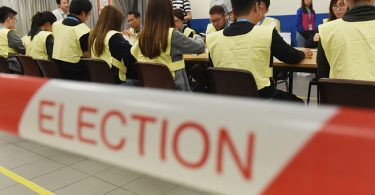 Tension in Hong Kong: Authorities disqualify 12 pro-democracy candidates