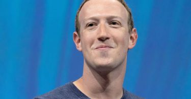 Facebook CEO Mark Zuckerberg joins centibillionaire club