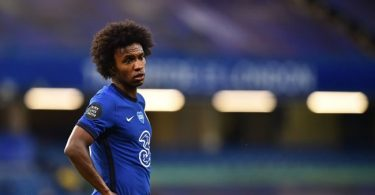 Arsenal close in on Willian