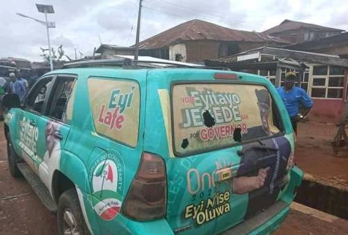 Ondo Election: 5 injured, vehicle burnt as APC, PDP supporters clash