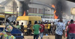 #EndSARS: 2 dead as hoodlums burn Apapa Iganmu Police Station in Lagos