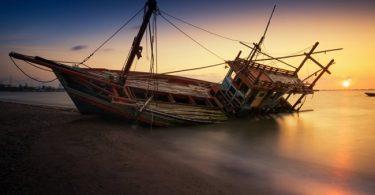 Migrants die in Libya shipwrecks - UN