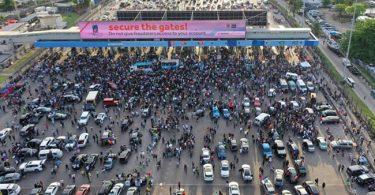 EndSARS: Nigerians react as police, LASTMA officers storm Lekki toll gate